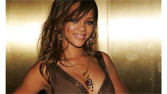 Rihanna geliyor